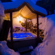 hot tub grotto to soak after a day of Park City skiing